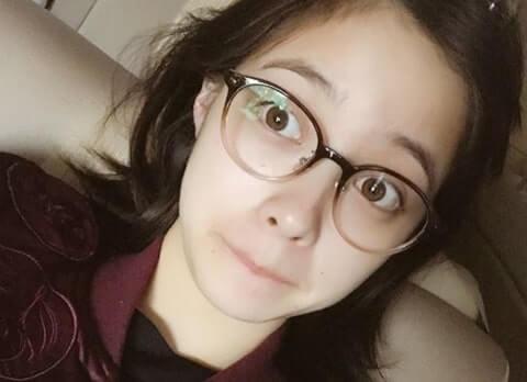 眼鏡を掛けたすっぴんの女優・橋本環奈
