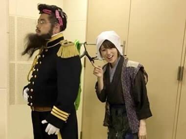 昔の農民の格好をする女優・深田恭子