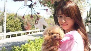 犬を抱く女優・深田恭子