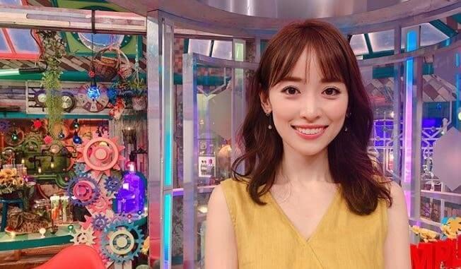 黄色の服を着るモデル・泉里香