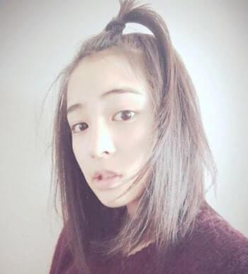 前髪をゴムで留める女優・広瀬すず