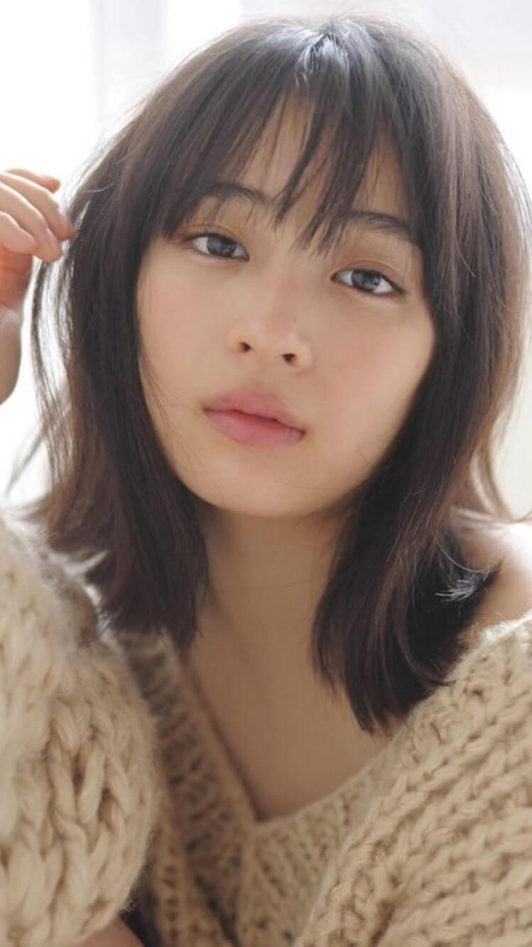 セーターを着ている女優・広瀬すず
