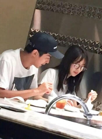 恵比寿の中華街で食事をする泉里香と谷口彰悟