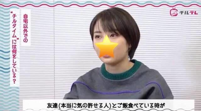 インタビューを受ける女優・広瀬すず