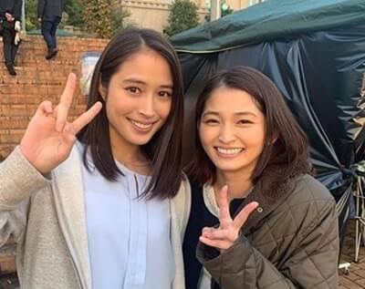 ピースをする女優・広瀬アリス