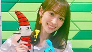 人形を持つモデル・泉里香