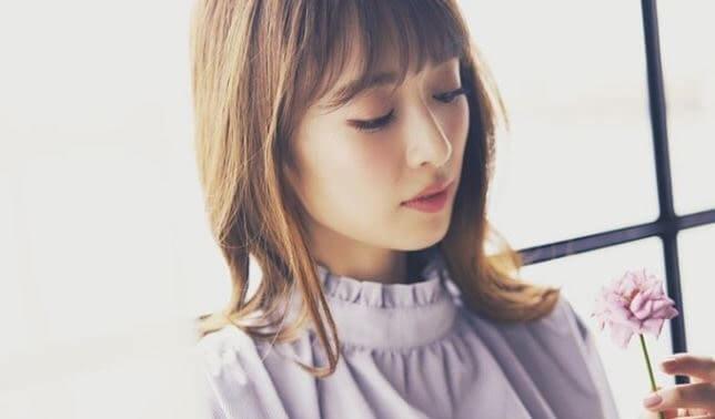 花をみるモデル・泉里香