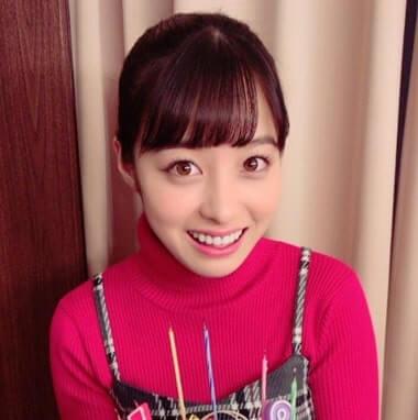 バースデーケーキを持つ女優・橋本環奈