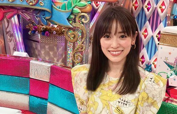 撮影スタジオにいるモデル・泉里香