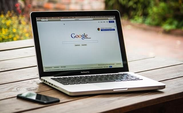 Google画面のノートパソコン