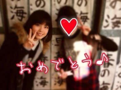 小学校にいる女優・小芝風花と妹