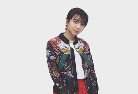 コートを羽織る女優・上白石萌歌
