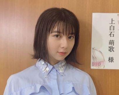 楽屋前の女優・上白石萌歌