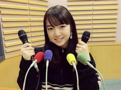 ラジオスタジオの女優・上白石萌音