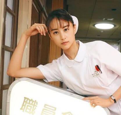 ナース服姿のモデル・山本美月