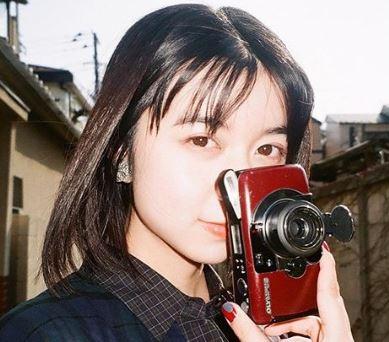 カメラを持つ女優・上白石萌歌