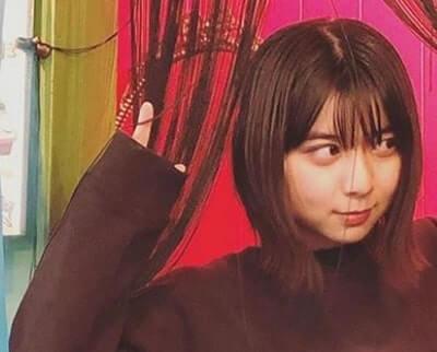 黒い服の女優・上白石萌歌