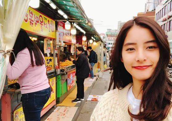 韓国旅行中のモデル・新木優子