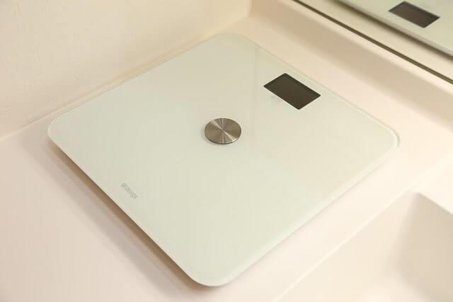 白色の体重計
