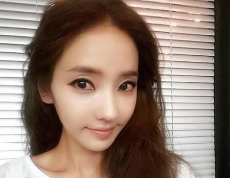 白い服を着た女優『ハン・チェヨン』