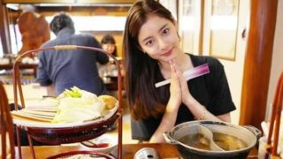 定食屋でしゃぶしゃぶを食べるモデル・新木優子