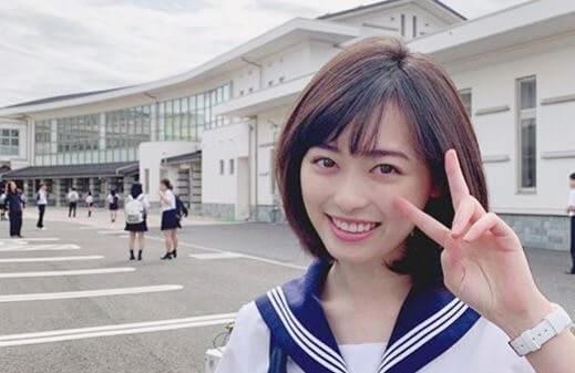 セーラー服姿の女優・福原遥