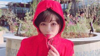 赤のパーカーを着る女優・福原遥
