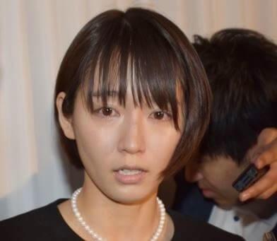 お通夜で泣く女優・吉岡里帆
