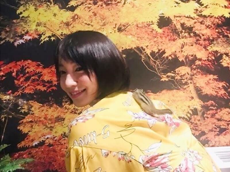 黄色い浴衣を着た女優・吉岡里帆