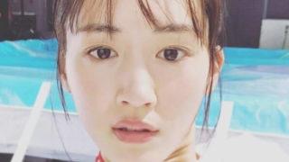 プールサイドにいる女優・綾瀬はるか