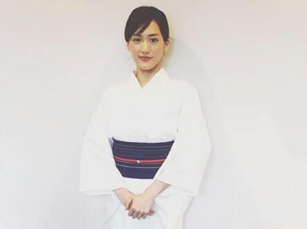 白の着物姿の女優・綾瀬はるか