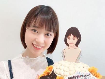 バースデーケーキを持つ女優・森川葵