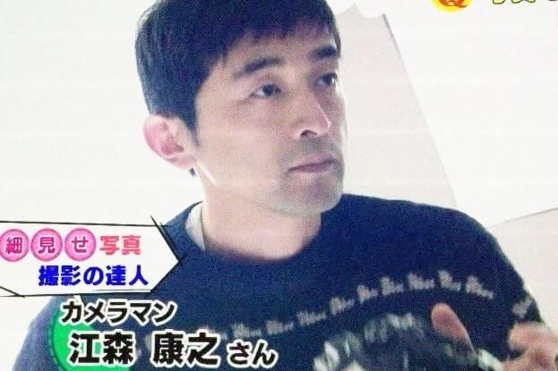 黒いシャツを着たカメラマン・江森康之