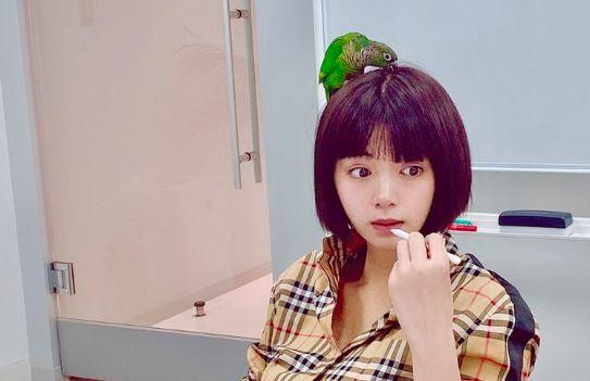 メイク中の女優・池田エライザ