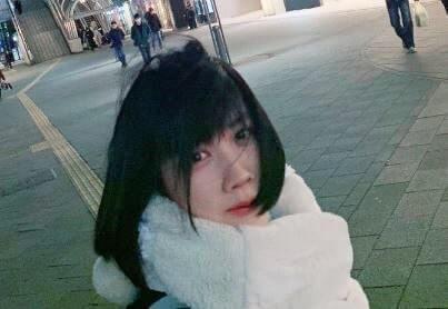 白いマフラーを付ける女優・松本穂香