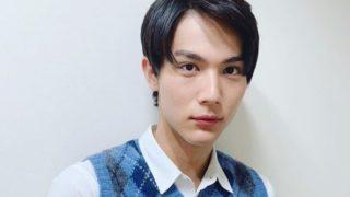 青いベストを着た俳優・中川大志
