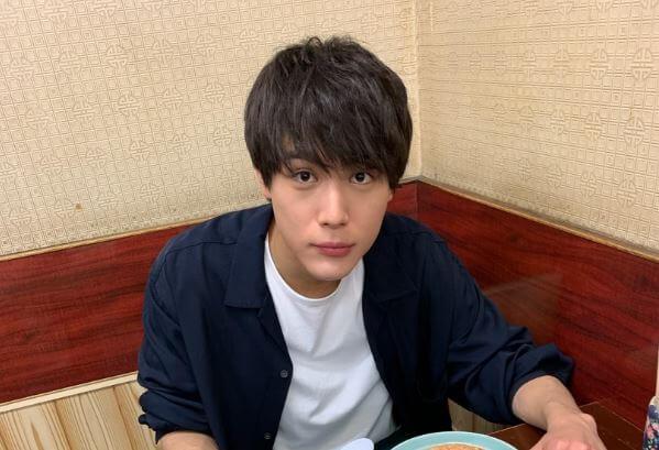 食事中の俳優・中川大志
