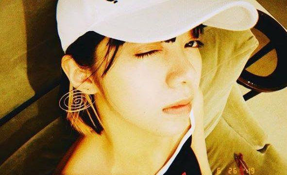 白い帽子をかぶった女優・池田エライザ