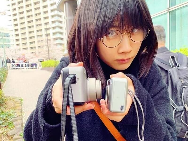 2台のカメラを持つ女優・松本穂香