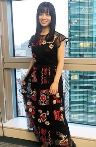 黒いドレス姿の女優・橋本環奈