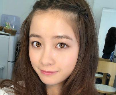 おでこを見せるヘアスタイルの女優・橋本環奈