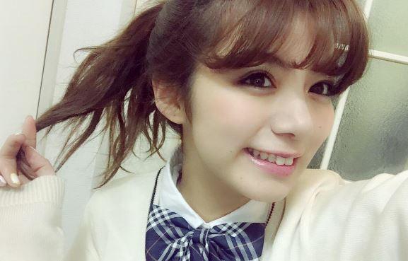 ブレザー姿の女優・池田エライザ