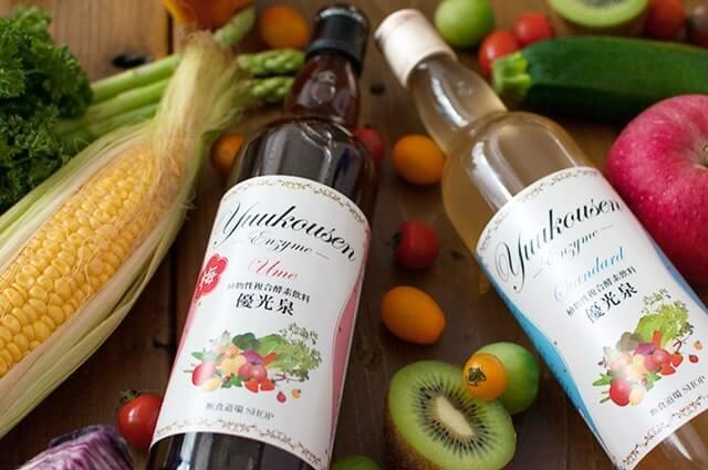 野菜と2本の瓶